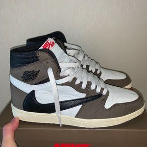 Authentic Travis Scott Retro 1s Comes With Og Box